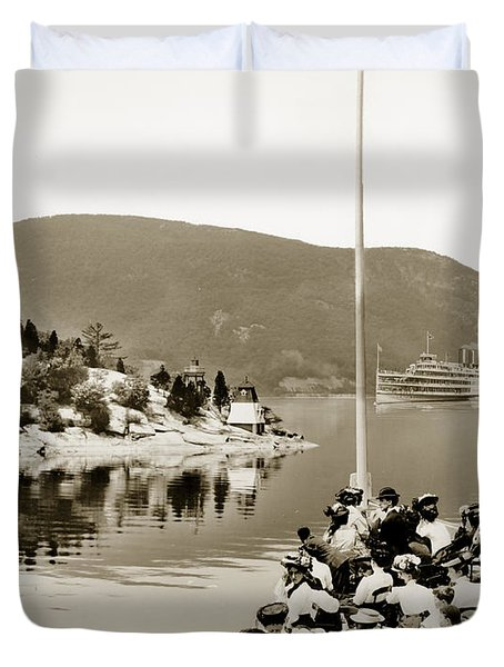Dayliner At The Narrows In Sepia Tone Duvet Cover