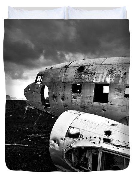 Duvet Cover featuring the photograph Dc-3 Iceland by Gunnar Orn Arnason