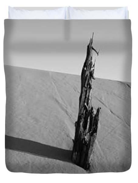 Dead Pine Tree At Coral Pink Sand Dunes Duvet Cover