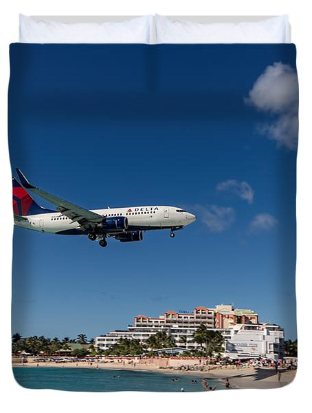 Delta 737 St. Maarten Landing Duvet Cover