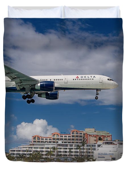 Delta Air Lines Landing At St. Maarten Duvet Cover