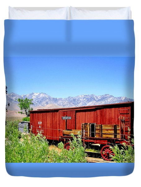 Duvet Cover featuring the photograph Derailed by Marilyn Diaz