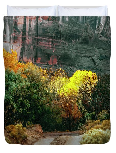 Dirt Road In Canyon De Chelly National Duvet Cover