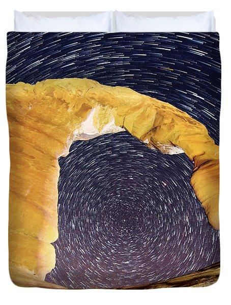 Duvet Cover featuring the photograph Dizzy by Dustin  LeFevre