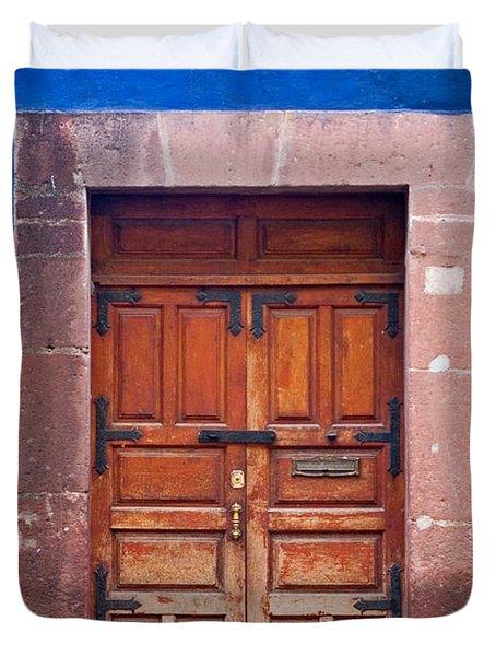 Door In Blue And Yellow Wall Duvet Cover by Oscar Gutierrez
