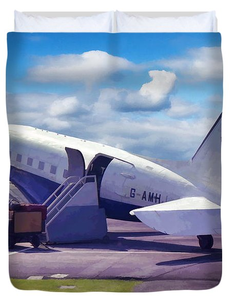 Duvet Cover featuring the photograph Douglas Dakota Dc3 by Paul Gulliver