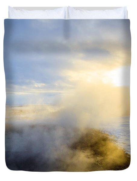 Duvet Cover featuring the photograph Drawn To The Sun by Peta Thames
