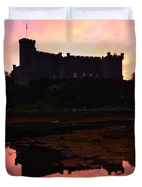 Dunvegan Castle At Dawn Duvet Cover