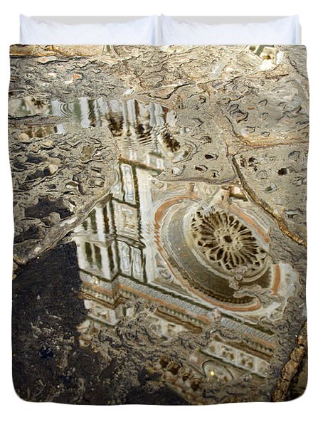 Duomo Reflected In Rain  I I Duvet Cover
