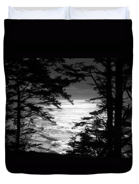 Duvet Cover featuring the photograph Dusk On The Ocean by Katie Wing Vigil