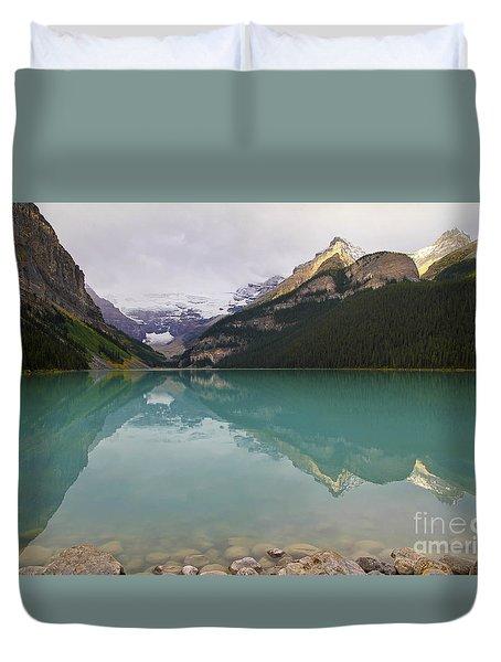 Early Morning At Lake Louise Duvet Cover by Teresa Zieba