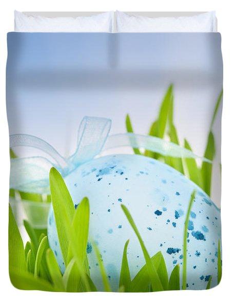 Easter Egg In Grass Duvet Cover by Elena Elisseeva