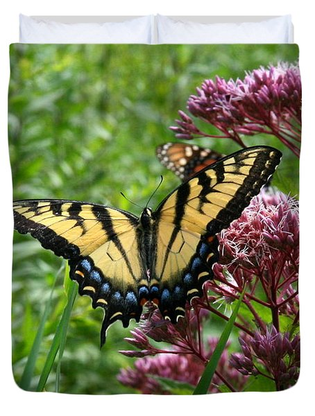 Eastern Tiger Swallowtail On Joe Pye Weed Duvet Cover