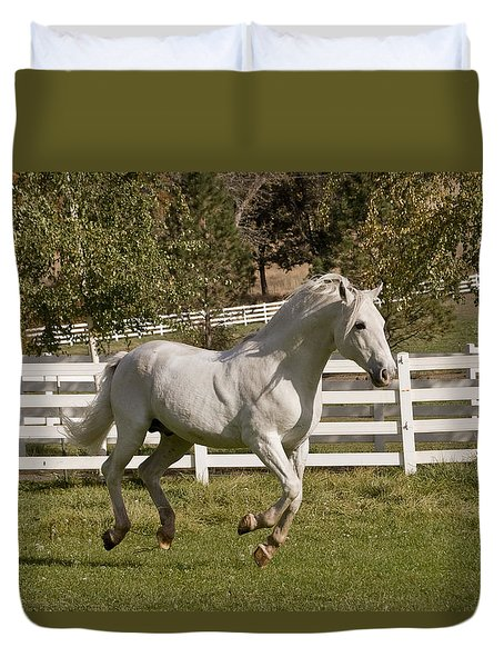 Duvet Cover featuring the photograph Effortless Gait D3028 by Wes and Dotty Weber