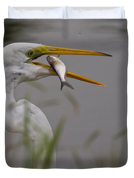 Duvet Cover featuring the photograph Egret Having Lunch by Jerry Gammon