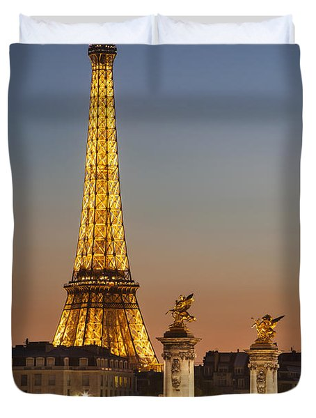 Duvet Cover featuring the photograph Eiffel At Twilight by Brian Jannsen