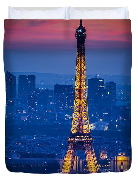 Duvet Cover featuring the photograph Eiffel Tower At Twilight by Brian Jannsen