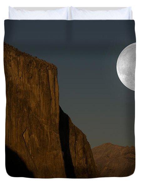 El Capitan And Half Dome Duvet Cover by Mark Newman