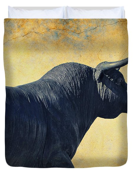 El Toro  Duvet Cover by Mary Machare