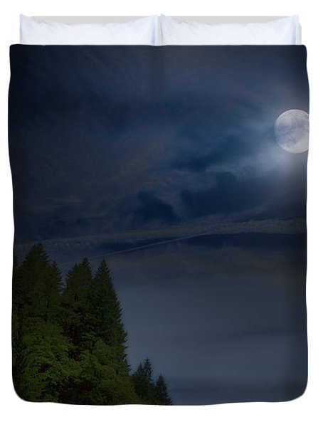 Elk Under A Full Moon Duvet Cover
