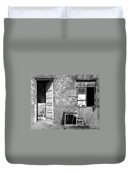Duvet Cover featuring the photograph Encino Motel by Christopher McKenzie