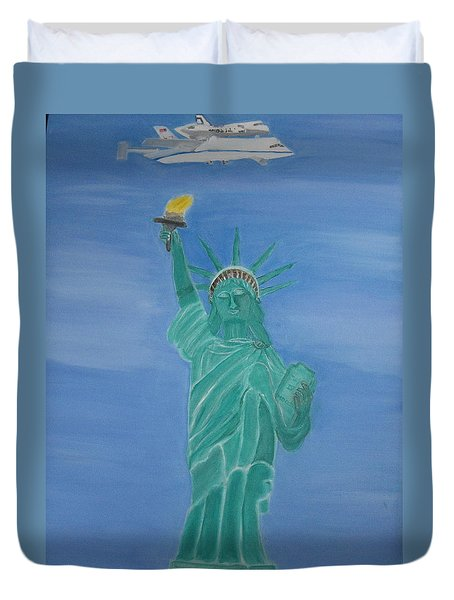 Enterprise On Statue Of Liberty Duvet Cover by Vandna Mehta