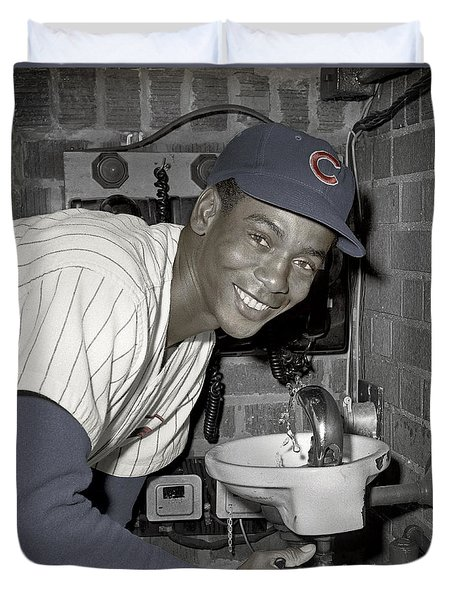 Ernie Banks At Cubs Water Fountain Duvet Cover