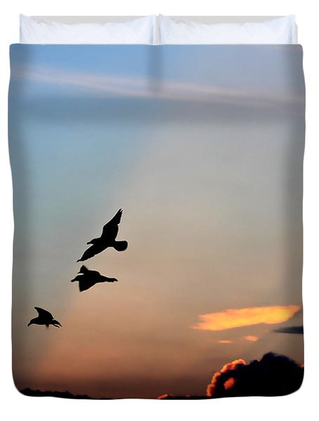 Duvet Cover featuring the photograph Evening Dance In The Sky by Bruce Patrick Smith