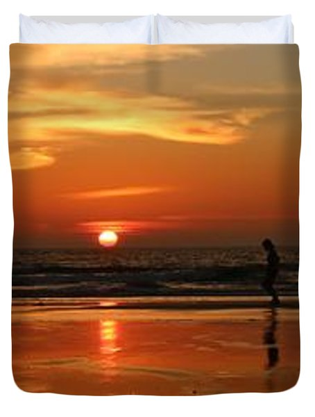 Family Reflections At Sunset - 4 Duvet Cover