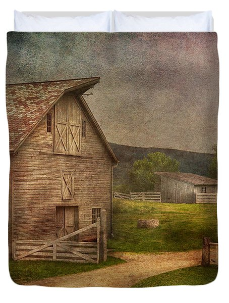 Farm - Barn - The Old Gray Barn  Duvet Cover by Mike Savad