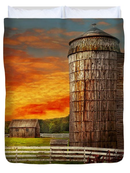 Farm - Barn - Welcome To The Farm  Duvet Cover by Mike Savad