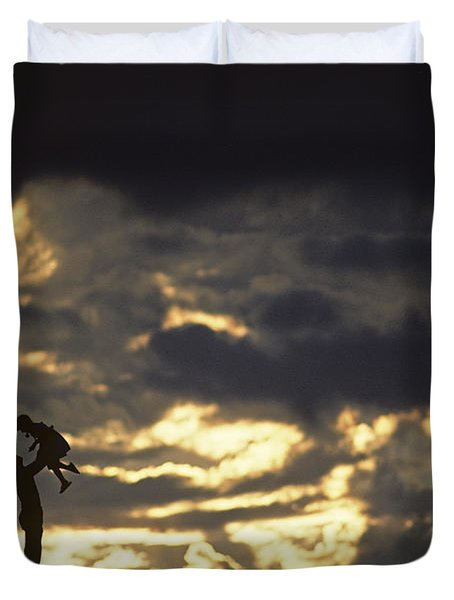 Father Holding Daughter Above His Head Along Hillside Silhouette Duvet Cover