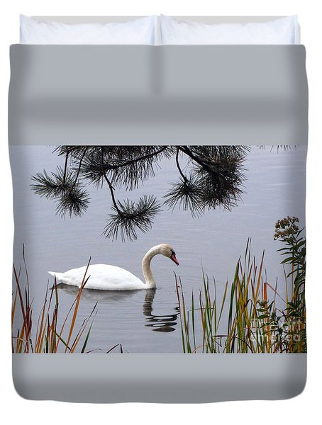 Feathered Friend Along The Shoreline Duvet Cover by Cedric Hampton
