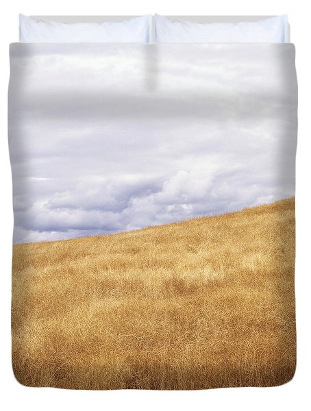 Field And Sky Near Rock Creek, South Duvet Cover by Bert Klassen