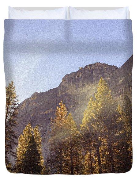 Morning Skies Of Yosemite Duvet Cover