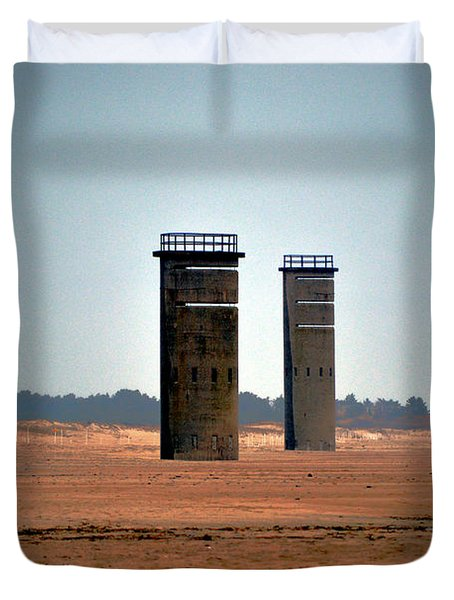 Fct5 And Fct6 Fire Control Towers On The Beach Duvet Cover
