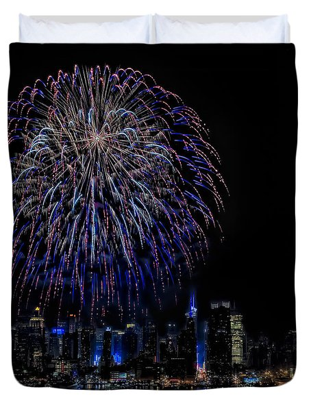 Fireworks In New York City Duvet Cover by Susan Candelario