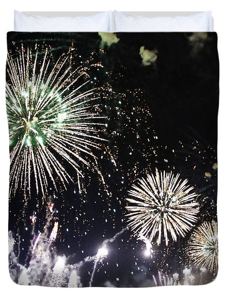 Duvet Cover featuring the photograph Fireworks Over The Hudson River by Lilliana Mendez
