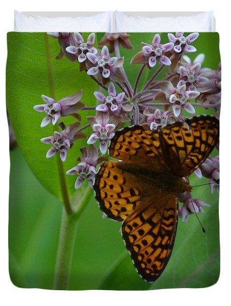 Firtillary On Milkweed Flower Duvet Cover
