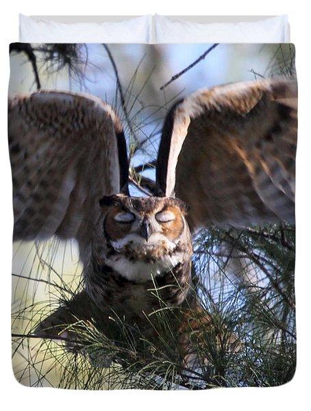 Flying Blind - Great Horned Owl Duvet Cover