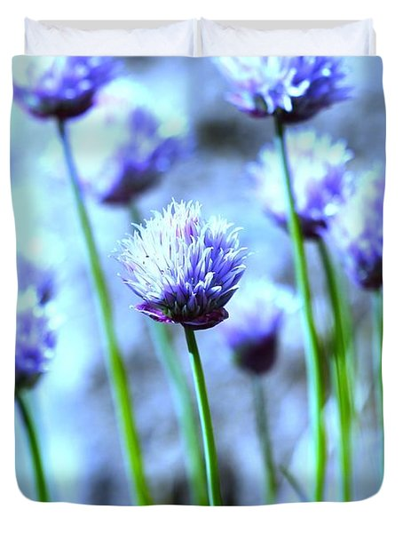 Focus On One Chive With Border Duvet Cover