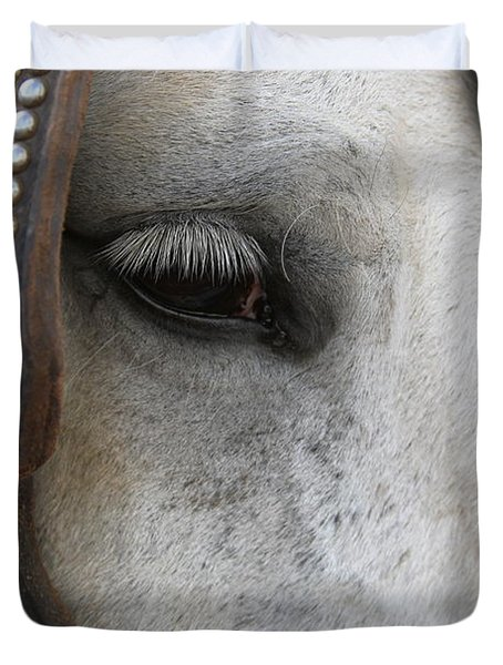 Duvet Cover featuring the photograph Focused On Pulling by Laddie Halupa