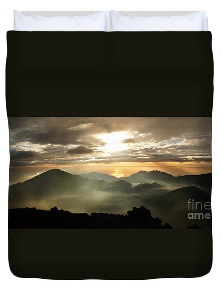 Foggy Sunrise Over Haleakala Crater On Maui Island In Hawaii Duvet Cover