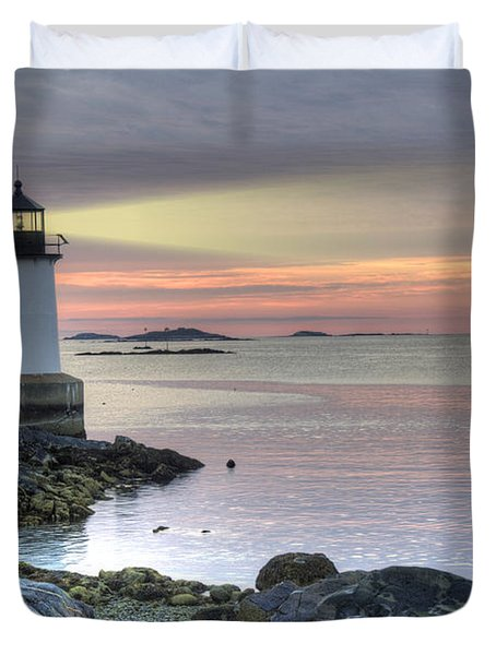 Fort Pickering Lighthouse At Sunrise Duvet Cover