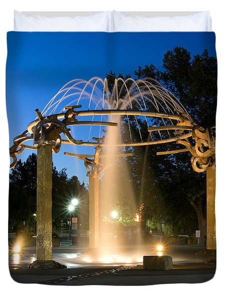 Fountain In Riverfront Park Duvet Cover