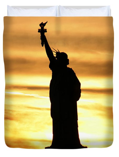 Statue Of Liberty Silhouette Duvet Cover by Bob Slitzan
