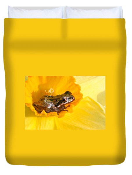 Frog And Daffodil Duvet Cover
