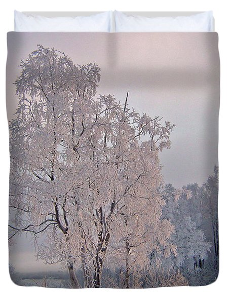 Duvet Cover featuring the photograph Frozen Moment by Jeremy Rhoades
