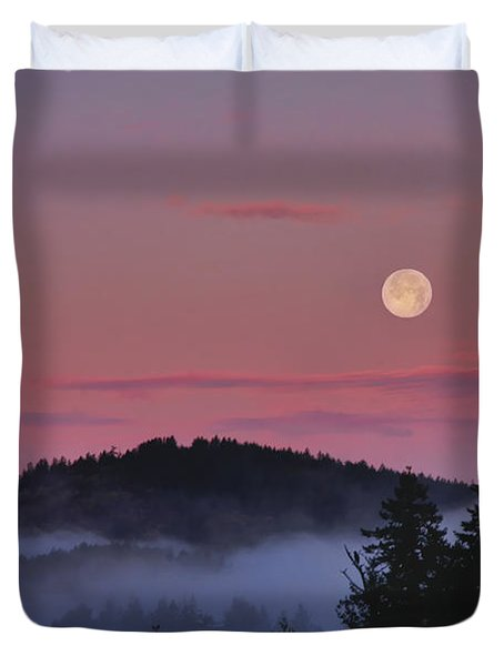Full Moon At Dawn Duvet Cover by Peggy Collins