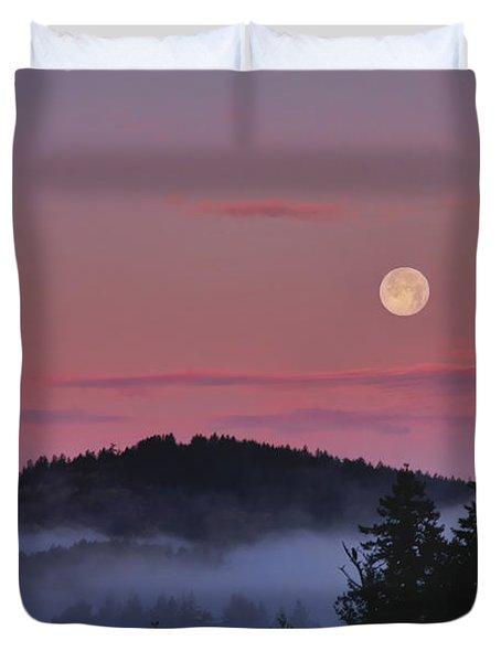 Full Moon At Dawn Duvet Cover